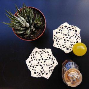 Crochet table mat